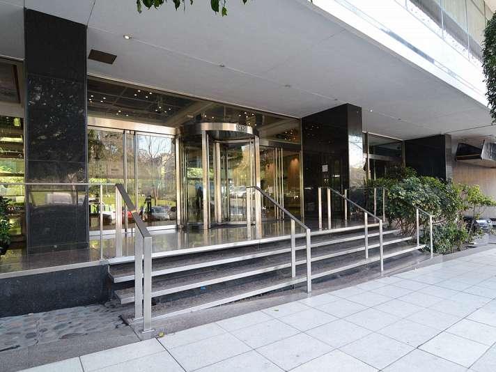 Retiro maipu 1210 5 oficina en alquiler toribio ach val for Oficinas de american express